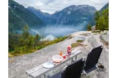 Abendessen über dem Geirangerfjord